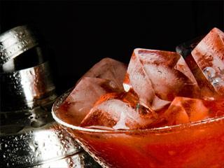 Как приготовить коктейль «клубничная Кайпиринья»